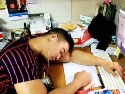 sleeping-office-work-desk-cubicle