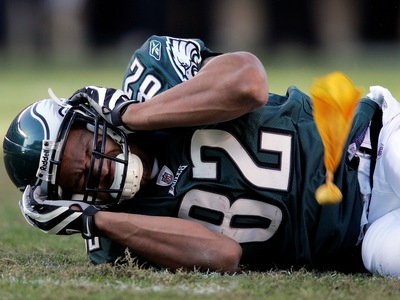 Philadelphia Eagles tight end L.J. Smith grimaces on the field, as he holds his head after a hard hit by Atlanta Falcons' Lawyer Milloy during the fourth quarter of a football game Sunday, Oct. 26, 2008, in Philadelphia. Smith suffered a concussion and Milloy was flagged for an unnecessary roughness penalty on the play. Eagles won 27-14. (AP Photo/Mel Evans)