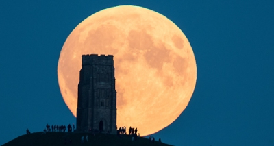 GLASTONBURY, UNITED KINGDOM - SEPTEMBER 27:  The supermoon rises behind Glastonbury Tor on September 28, 2015 in Somerset, England. Tonight's supermoon - so called because it is the closet full moon to the Earth this year - is particularly rare as it coincides with a lunar eclipse, a combination that has not happened since 1982 and won't happen again until 2033.  (Photo by Matt Cardy/Getty Images)