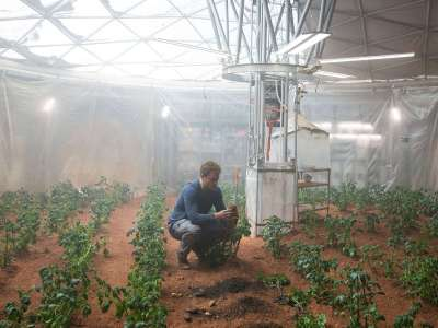 the_martian_still_image_potatoes_