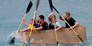 13_800px-flickr_-_official_u-s-_navy_imagery_-_sailor_race_cardboard_boat_in_base_competition