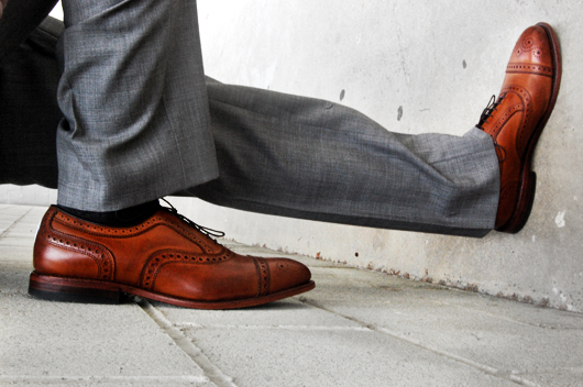 brown-shoes_gray-suit