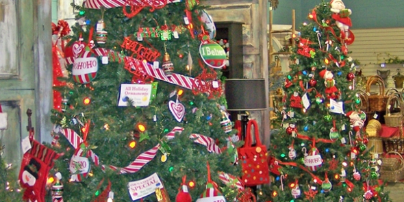 08_christmas-tree-display