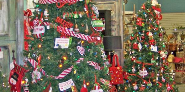 08_christmas-tree-display